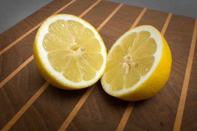 Onderhoud snijplank - citroen