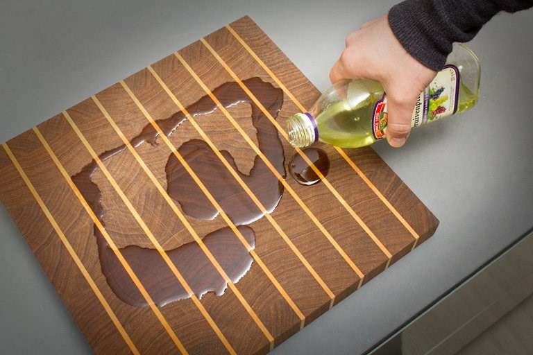 How Do You Maintain A Wooden Cutting Board